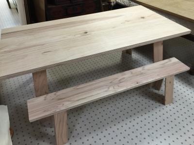 杉のテーブルとチェアー